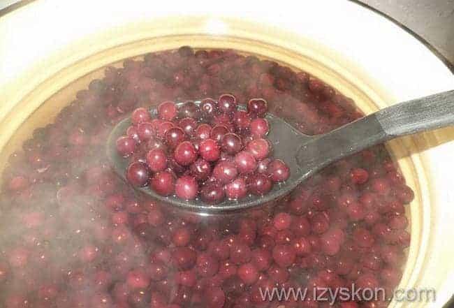 бланшируем плоды в кипятке