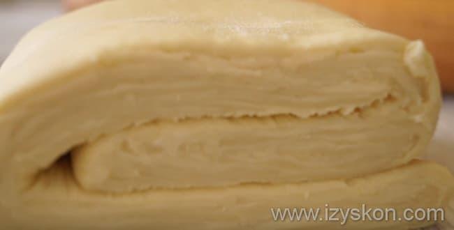 Готовое слоеное тесто для пирога с капустой и яйцом