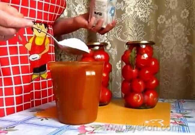 Помидоры в яблочном соке рецепт без стерилизации готовятся по простому рецепту.