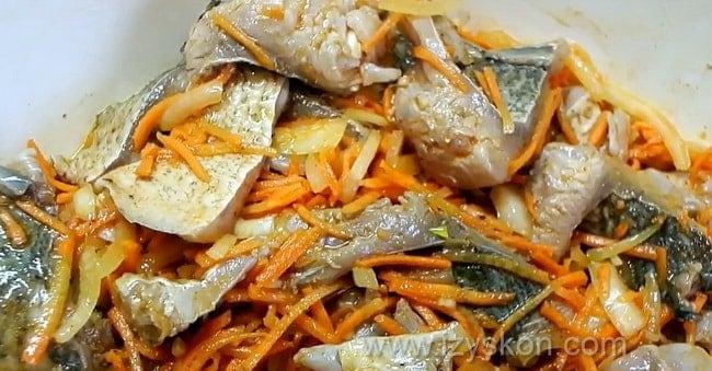 маринованная рыба хе приготовленная по лучшему рецепту готова.