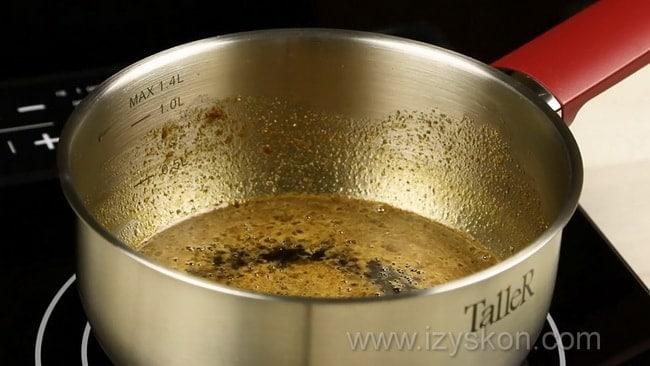 Перед тем как сделать соус терияки доведите ингредиенты до кипения.