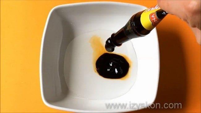 Перед тем как сделать соус терияки добавьте в уксус соевый соус.