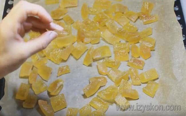 Теперь вы знаете, как сделать цукаты из арбузных корок.