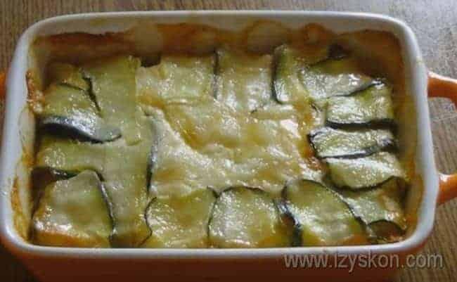 Аппетитная куриная запеканка с кабачками готова.