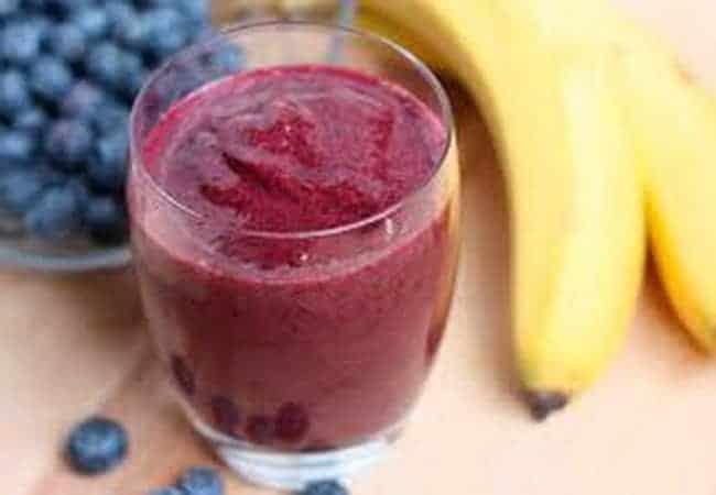 Полезный смузи из банана можно приготовить в домашних условиях.