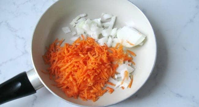 Как приготовить биточки из фарша с подливкой: пошаговый рецепт
