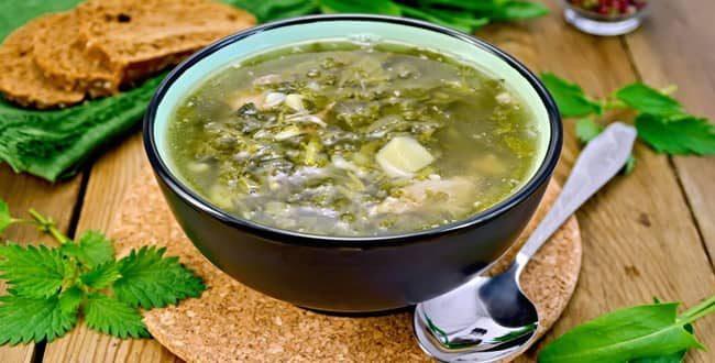 Попробуйте приготовить зеленый борщ по пошаговому рецепту.