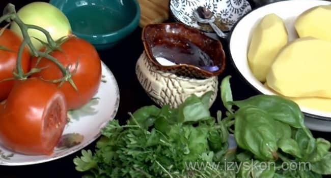Для приготовления запеканки с мясом, помидорами и картошкой нам понадобятся такие ингредиенты