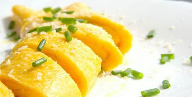 Как приготовить вкусный омлет с сыром в духовке и на сковороде по пошаговому рецепту с фото
