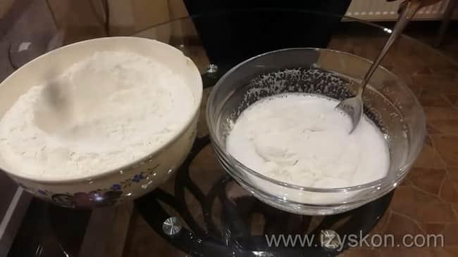 Попробуйте приготовить тесто для мантов, смотрите простой рецепт