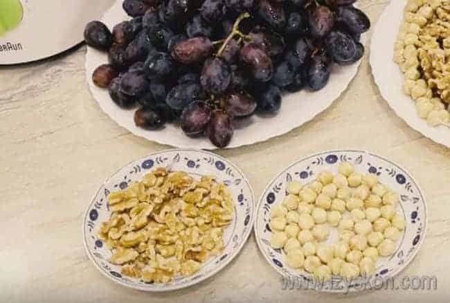 Предлагаем вашему вниманию простой рецепт приготовления чурчхелы в домашних условиях с фото.