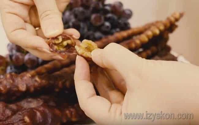 Рецепт приготовления чурчхелы в домашних условиях можно посмотреть у нас также на видео.