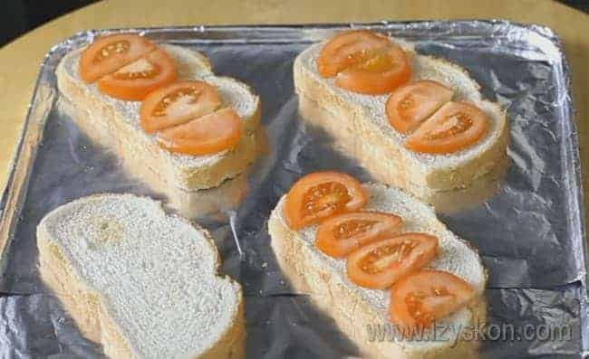 бутерброды будем делать со шпротами и помидорами.