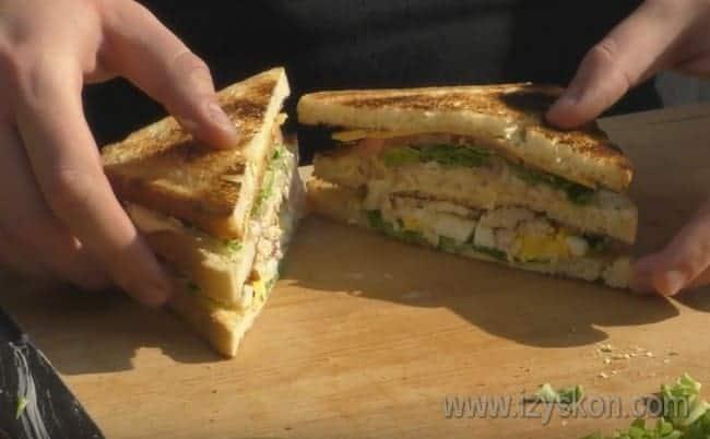 Попробуйте приготовить такой сэндвич в домашних условиях по нашему рецепту с фото, и вы точно не будете разочарованы вкусом этого блюда.