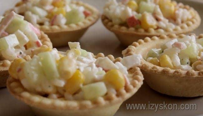 Как видите в нашем рецепте с фото, такие салатики в тарталетках готовятся очень быстро.