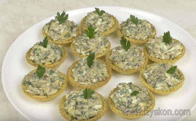 Попробуйте приготовить такие вкусные салаты в тарталетках по нашим рецептам с фото.