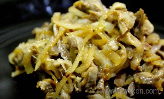 Салат из куриных желудков по-корейски готов!
