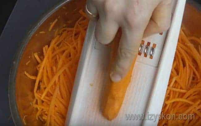Рецепт приготовления моркови по-корейски в домашних условиях можно посмотреть у нас также на видео.