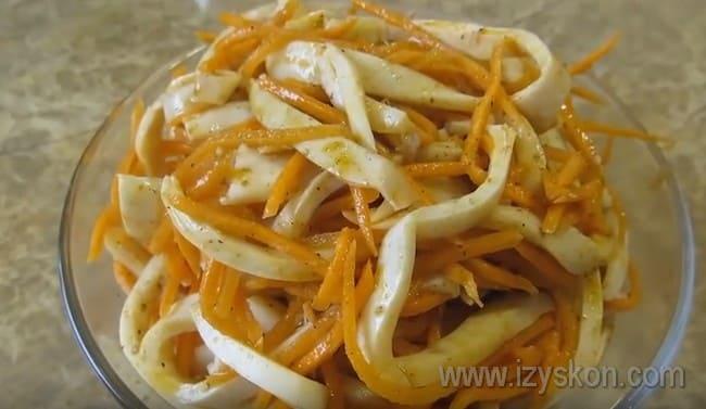 Вот мы и приготовить ароматные кальмары по-корейски по простому рецепту в домашних условиях.