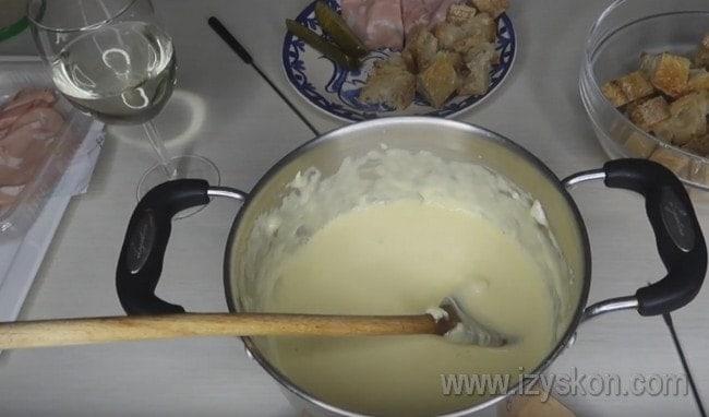 Как видите, рецепт фондю из сыра предельно простой.