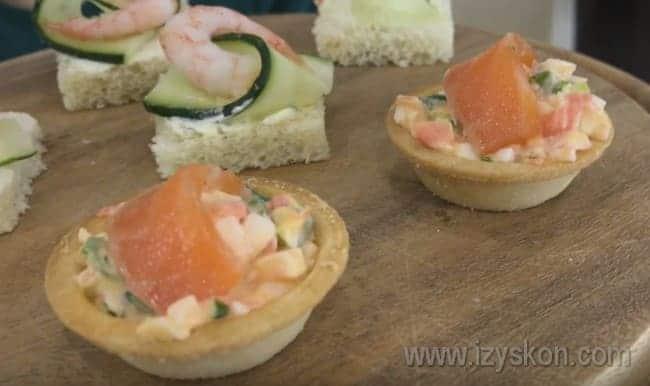 Вот такие тарталетки и канапе с креветками можно приготовить на праздничный стол по нашим рецептам.
