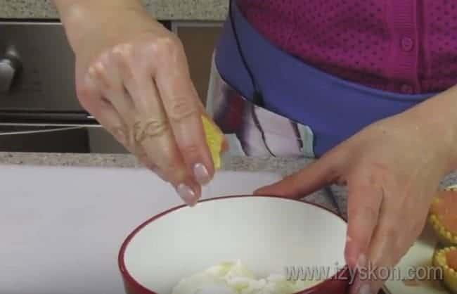 По этому же рецепту можно приготовить тарталетки с семгой и сливочным сыром.