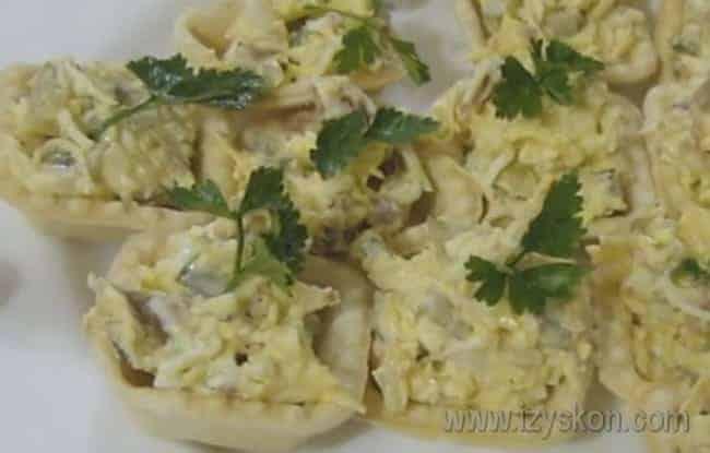 Вот такой простой рецепт тарталеток с начинкой из печени трески.