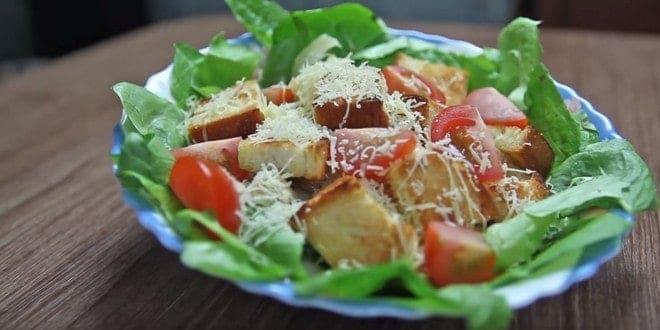 Рецепт классического салата Цезарь с курицей