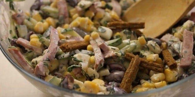Рецепт приготовления салата с фасолью и сухариками