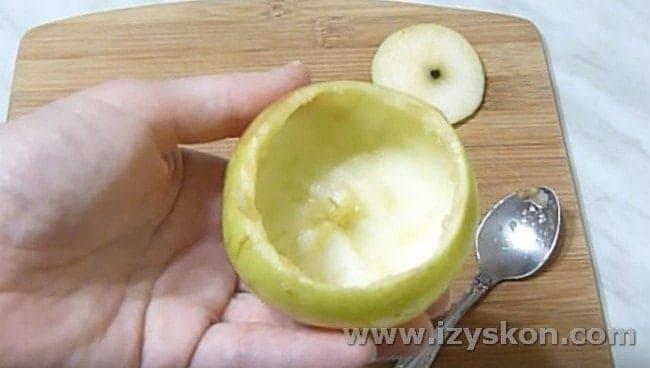 Вот такая чаша из яблока получилась у нас для подачи салата.