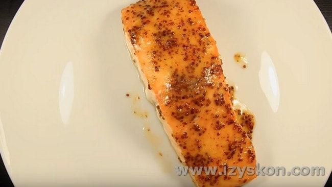 Запекается рыба 15 минут.