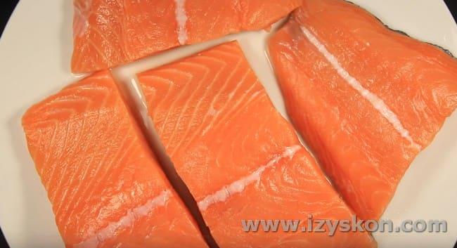 Посмотрите простые рецепты приготовления лосося в духовке.