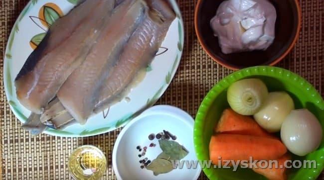 Приготовим филе минтая, тушеное с морковью и луком.