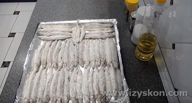Посмотрите несколько рецептов приготовления мойвы в духовке.