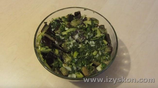 Маринованные баклажаны, как грибы, будут уместны на праздничном столе.