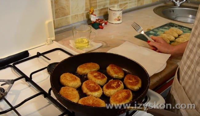 Попробуйте приготовить рыбные котлеты из хека по такому рецепту, это очень вкусно!