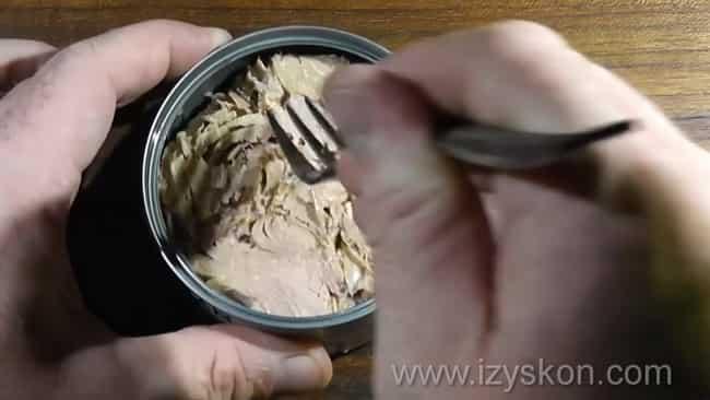 Измельчите тунца