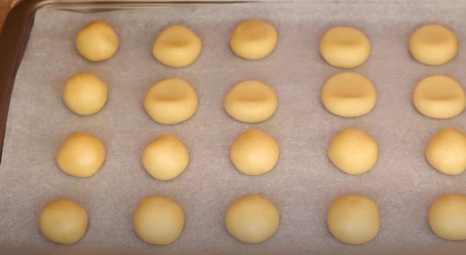 песочное печенье перед выпечкой